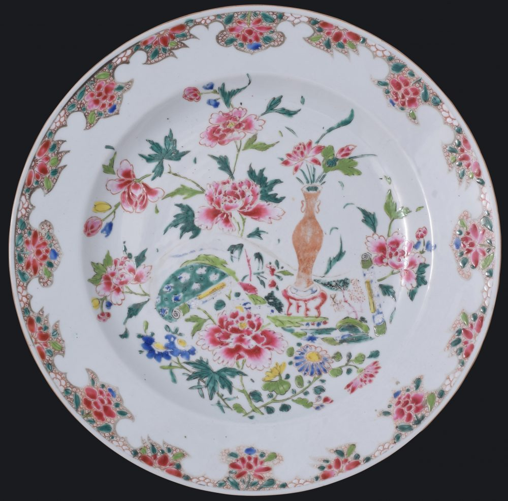 Famille rose Porcelain Qianlong (1735-1795), circa 1740, China