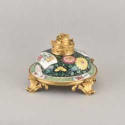Famille rose Porcelain and bronze gilt Yongzheng period (1723-1735) for the porcelain, 19th century for the bronze gilt, China and France
